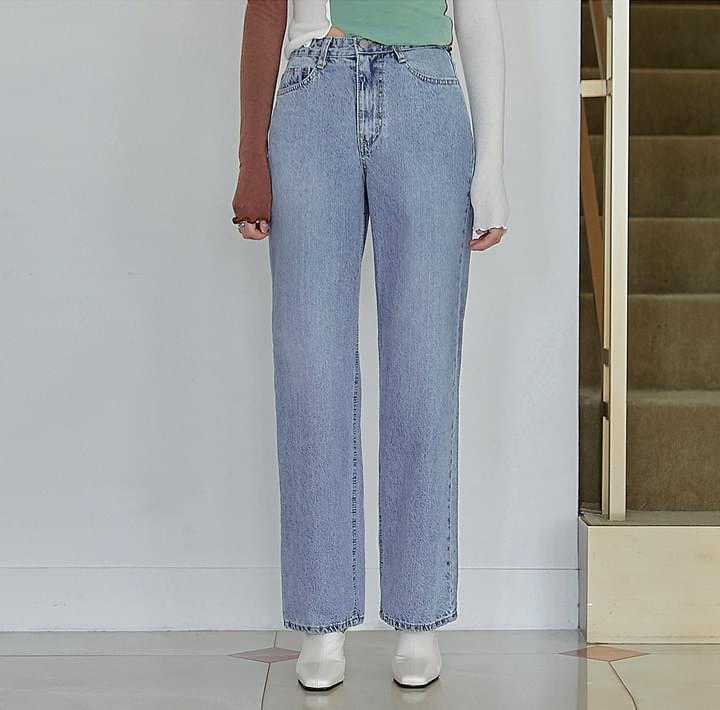 Straight-Cut Loose Fit Jeans