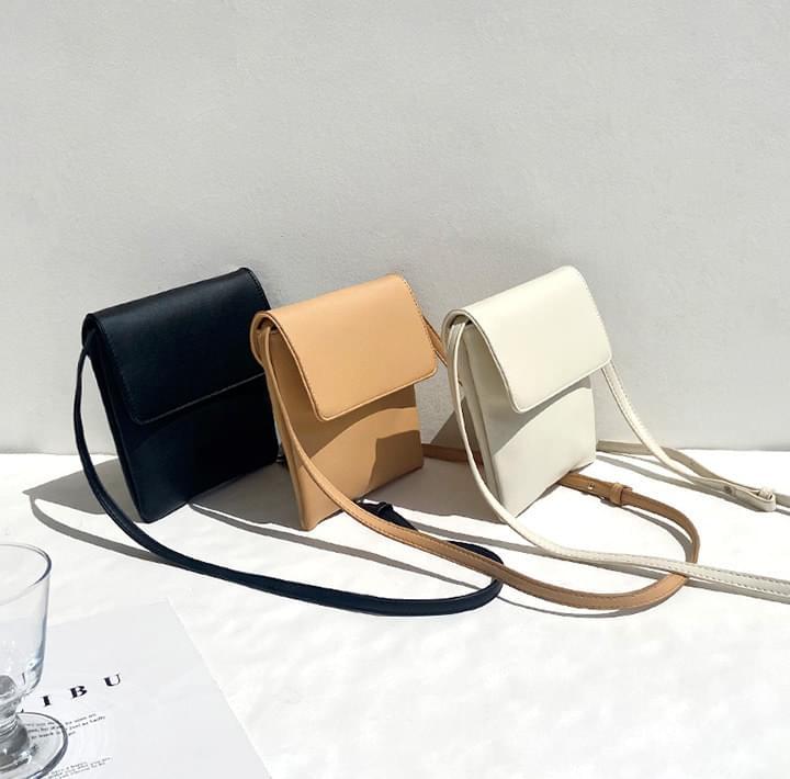 Snap-Buttoned Flap Crossbody Bag