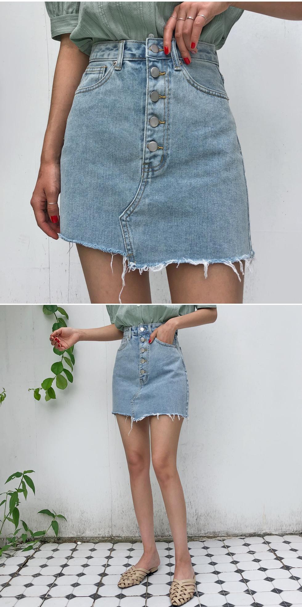 Stan button denim skirt