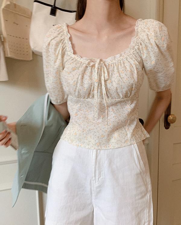 蕾絲邊碎花短袖襯衫