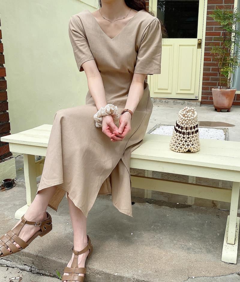 Latte Pintuck Dress 及膝洋裝