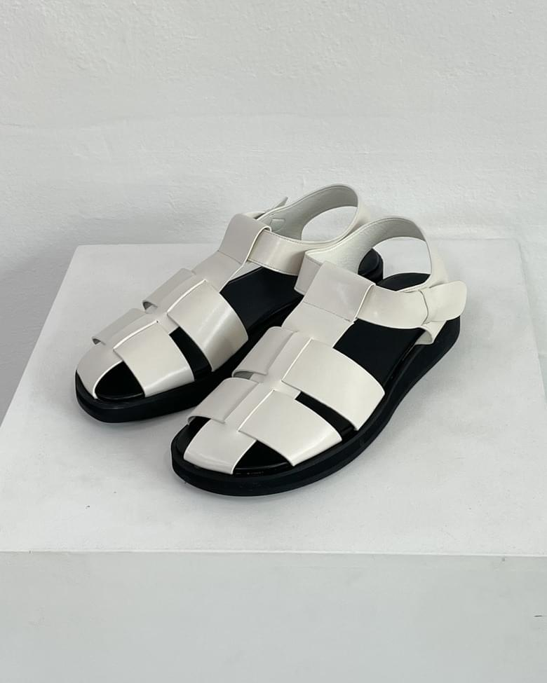 lattice net strap sandals