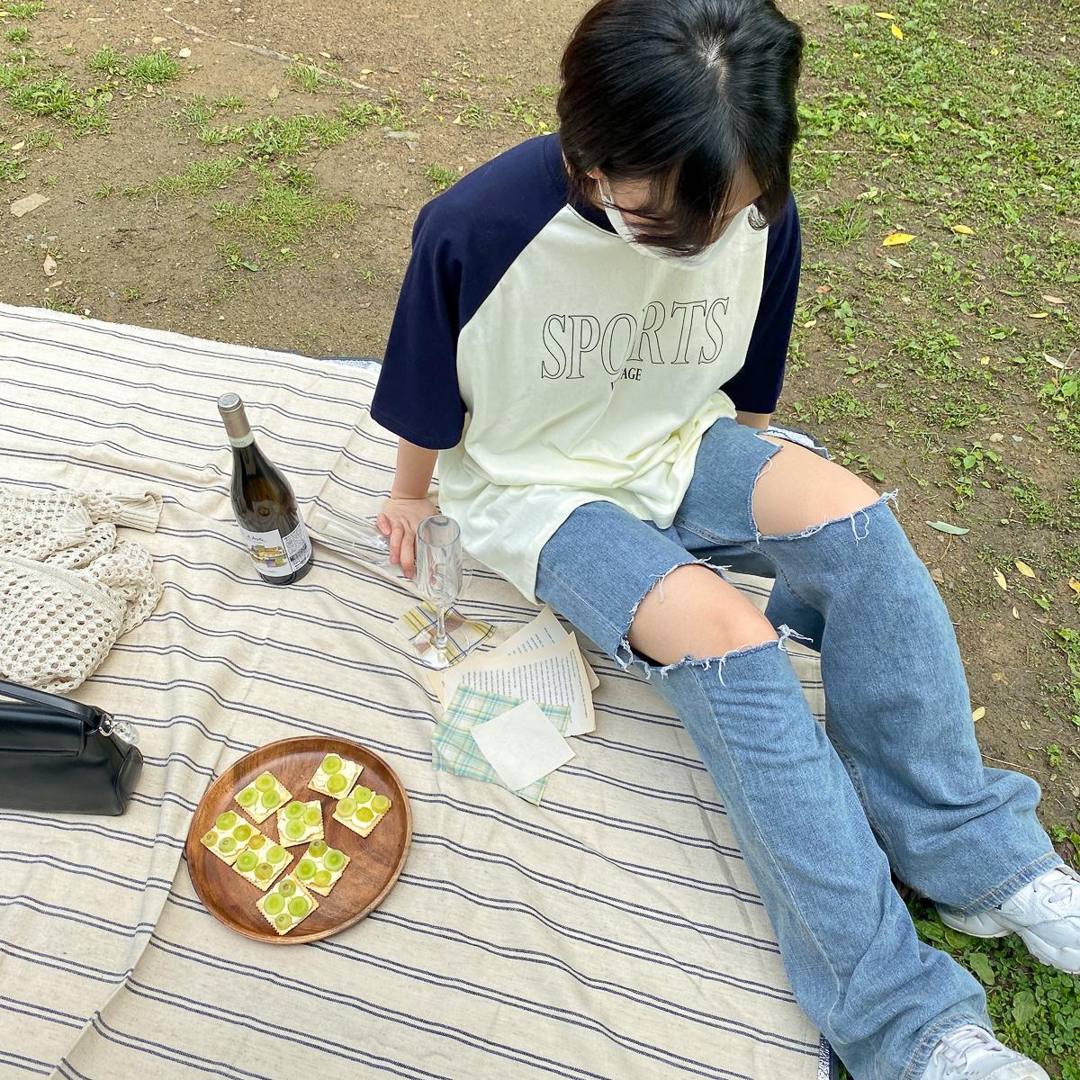 반팔 티셔츠 모델 착용 이미지-S1L3