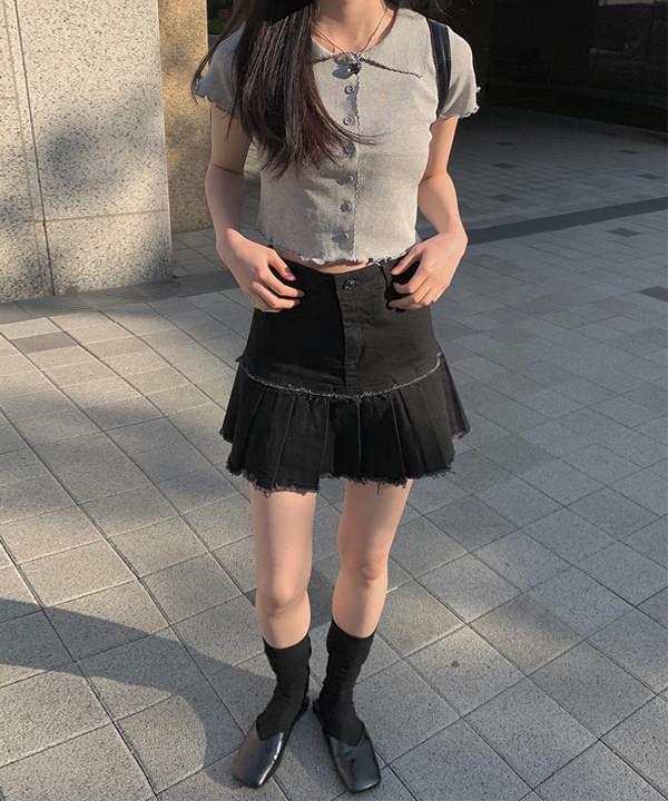 Hem Damage Pleated Skirt