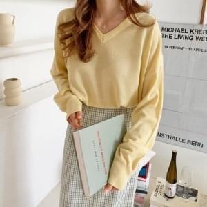 Loose-fit V-Neck Knitwear