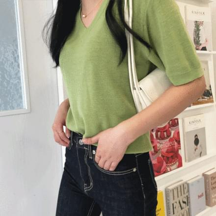Canvas V-Neck Knitwear