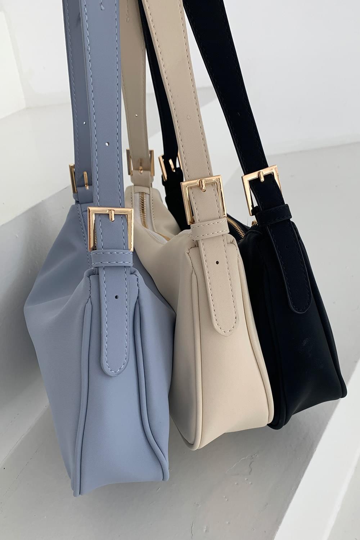 Clean Basic Shoulder Bag