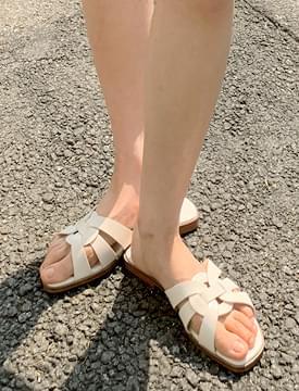 emblem leather flat slippers