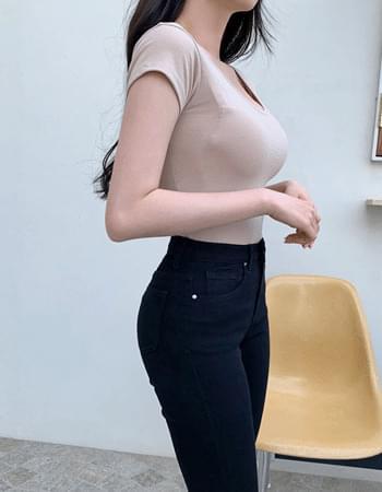 Lua tight fit u neck short sleeve T-shirt