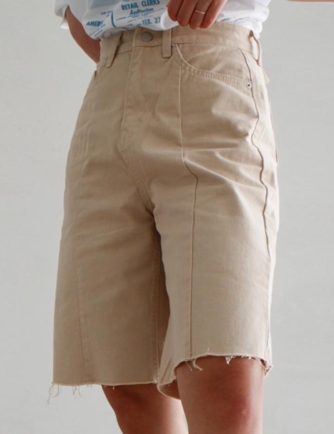 no.5470 Pintuck Beige Shorts