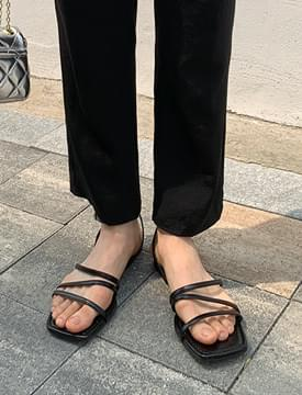 Lining Slim Strap Sandals