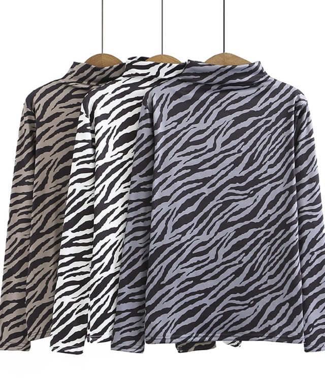 Inner Fleece-lined zebra half turtle tee
