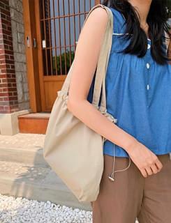 train string shoulder bag