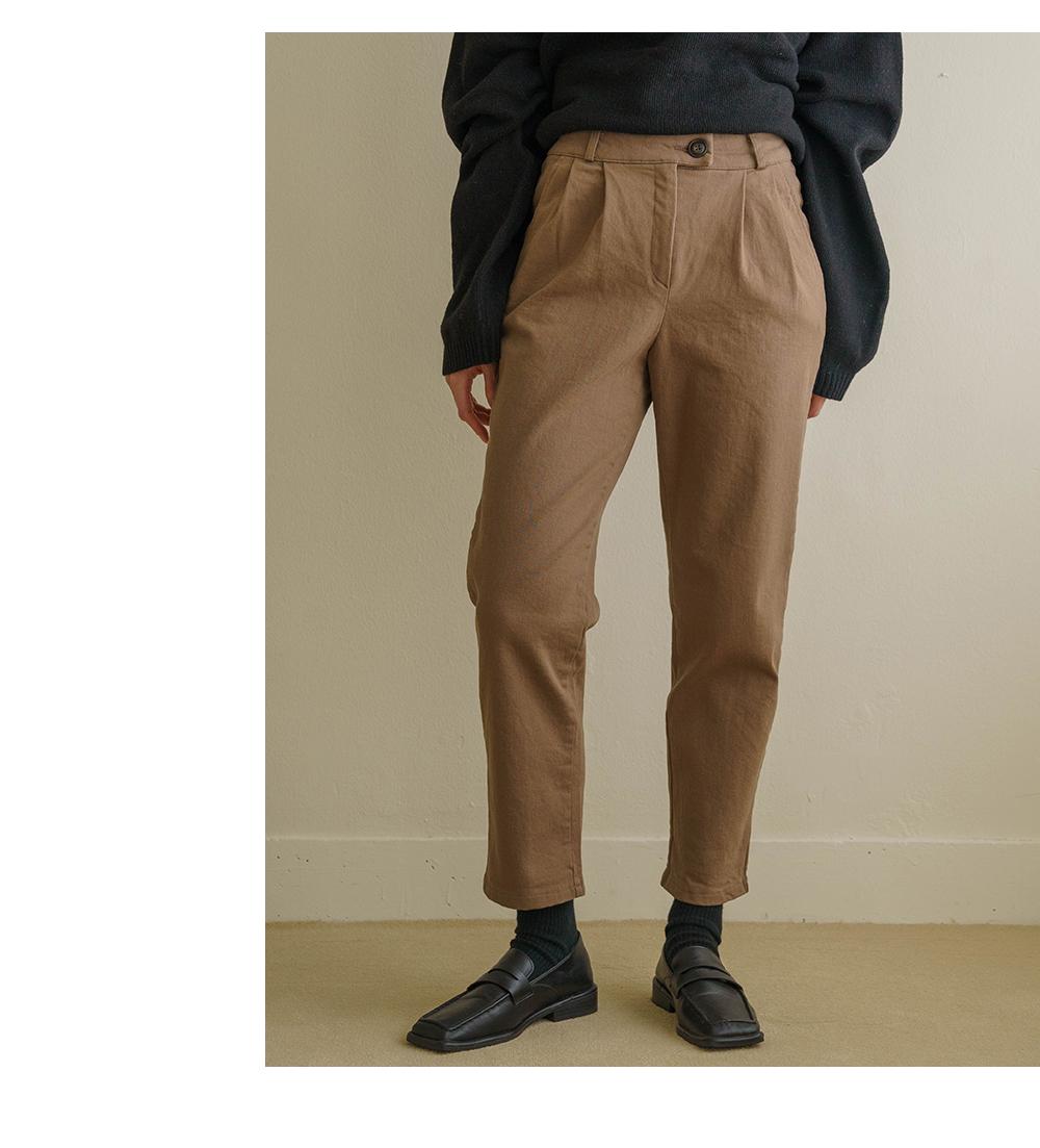 Modern pintucked cotton slacks