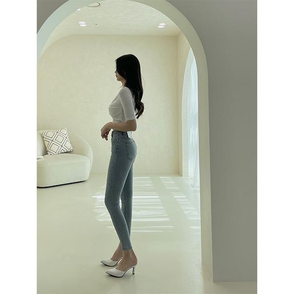 Fits on my body, slim fit Light Blue skinny denim pants