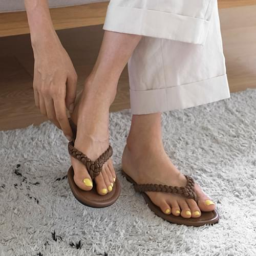 brio strap slippers
