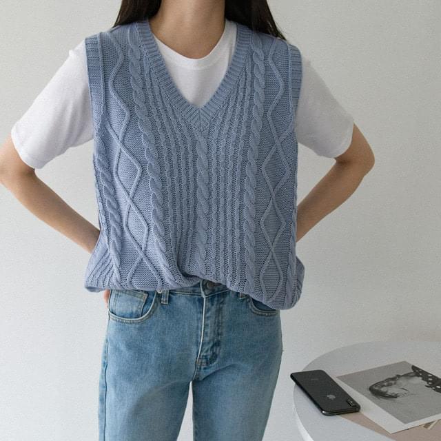 Big Size 55-88 Embo V-Neck Knitwear Vest