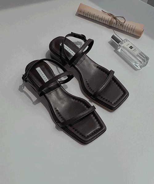 st square strap sandals