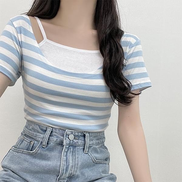 Berry soda, striped U-neck short-sleeved T-shirt