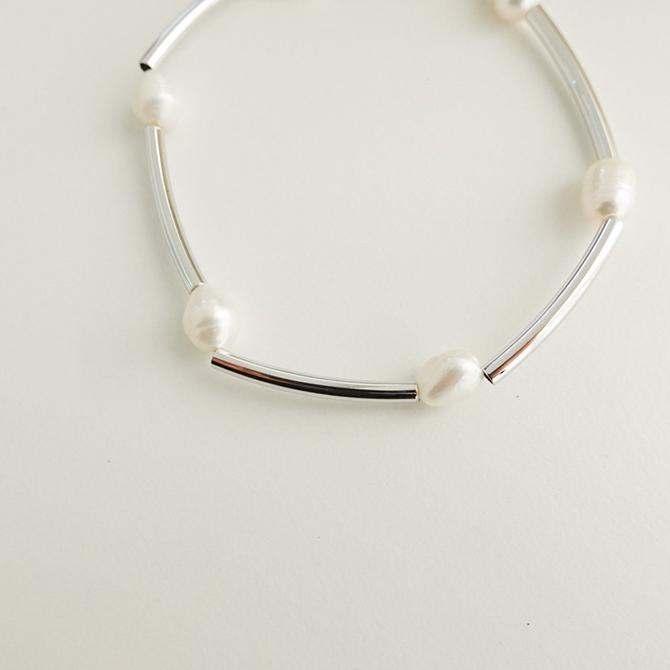 Lilia Simple Line Freshwater Pearl Bracelet