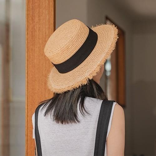 fond raffia hat