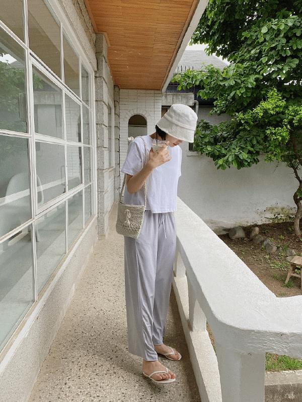 Short linen bucket hat