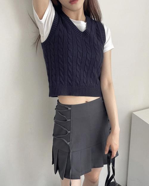 Lipa V-Neck Twisted Crop Knitwear Vest Vest