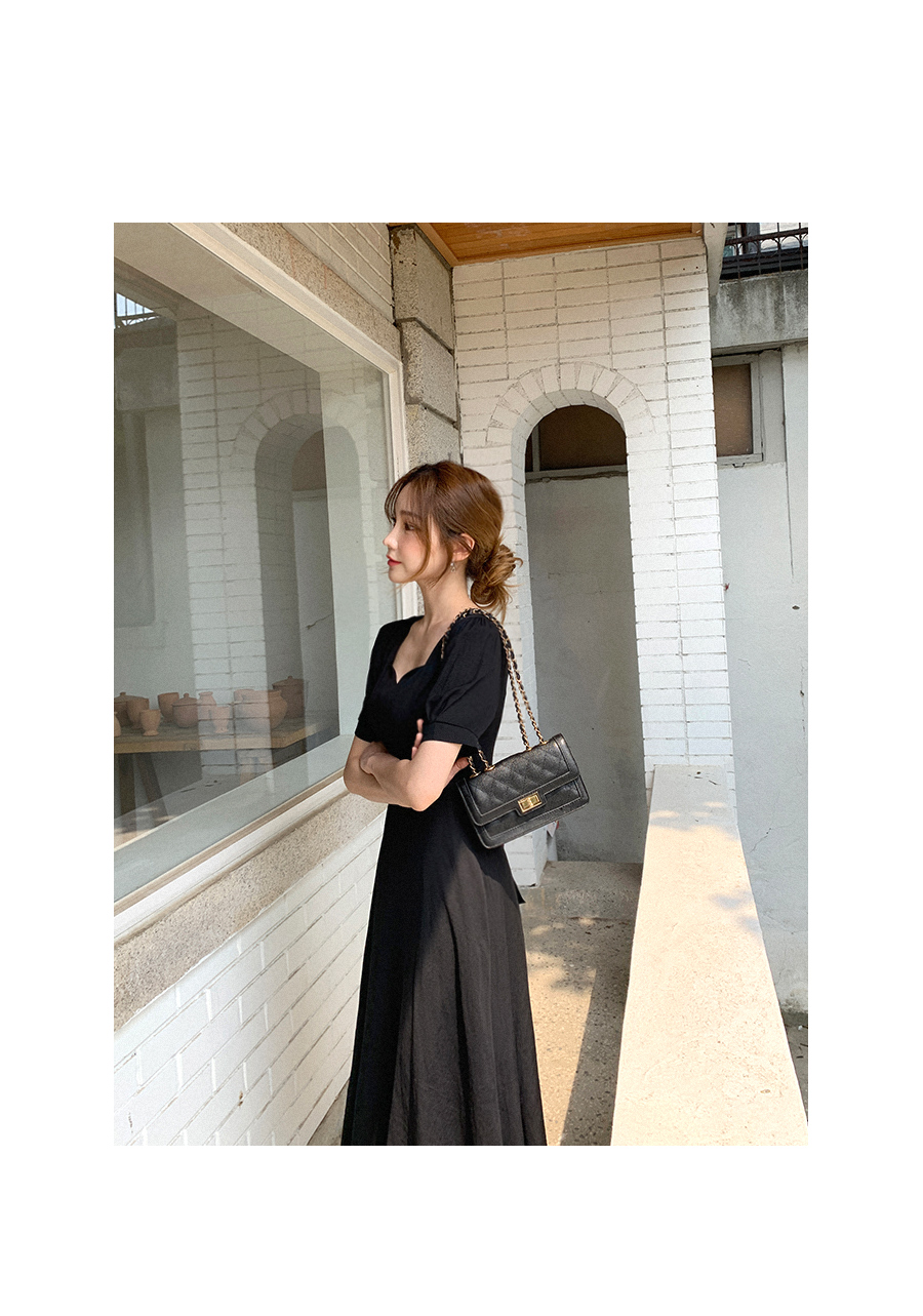 Heart Neck Linen Dress with Atmosphere