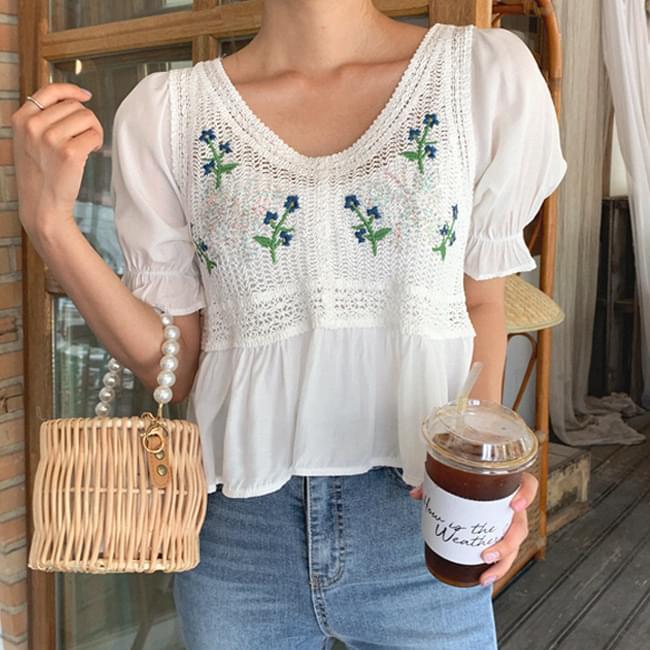 Embroidered blouse full of lovelyness