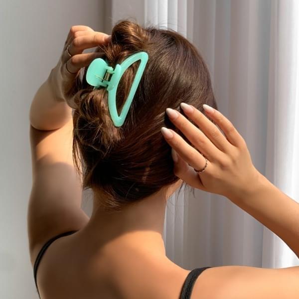 Vivid half moon daily hair tongs pin 6color