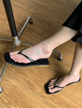 Double Strap Square Flip Flop