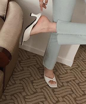 Sosha Leather Middle Heel