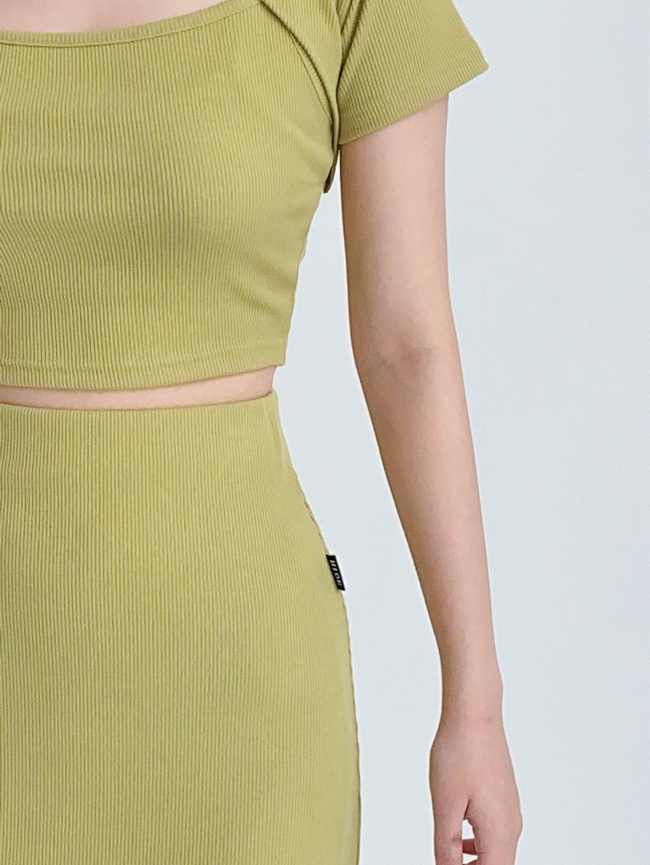 Hide Chain Crop Top Hide Slit Band Long Skirt (Olive)