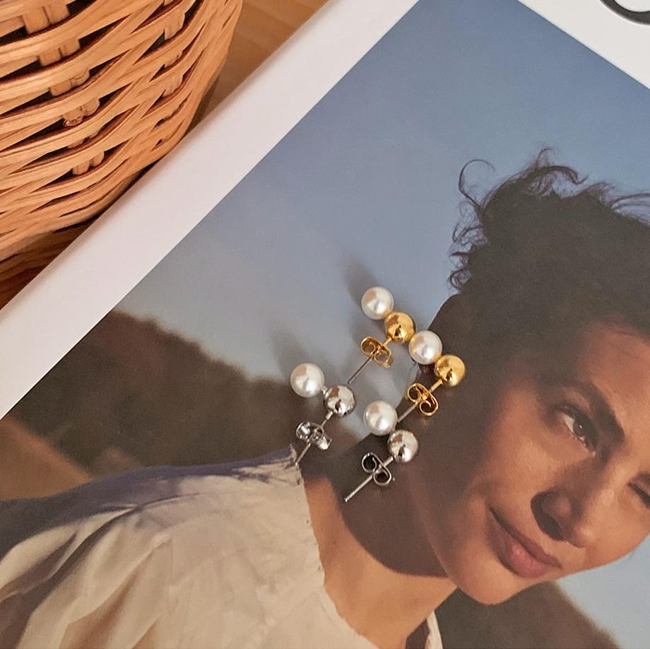 tripping pearl earrings