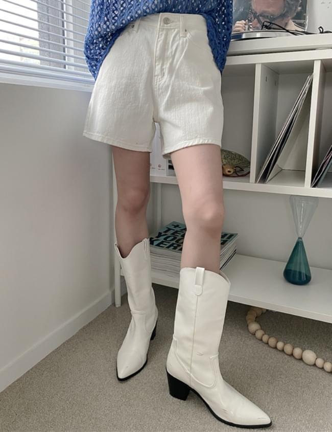 no.5733 White Shorts