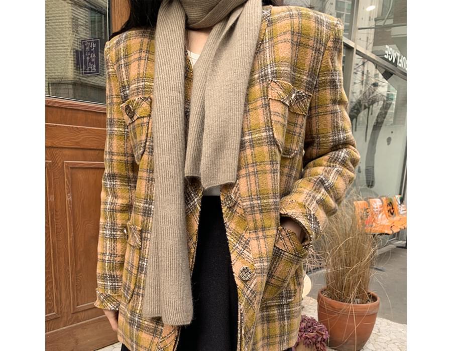 Need Raccoon Wool Knit Scarf