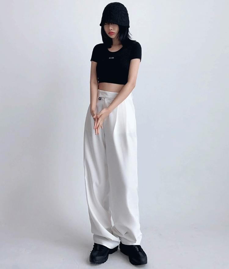 Hide Logo Chain Crop Top Hide Pintuck Pants (White)