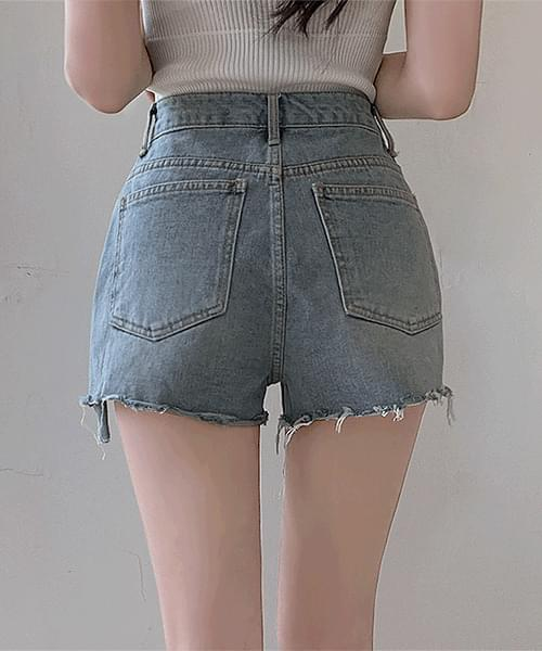 It's a fact that's pretty. Hem cut damage slit short pants shorts