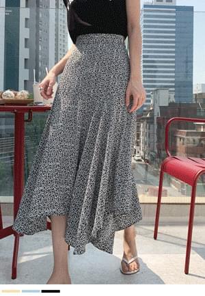 Unbalanced charm flower skirt