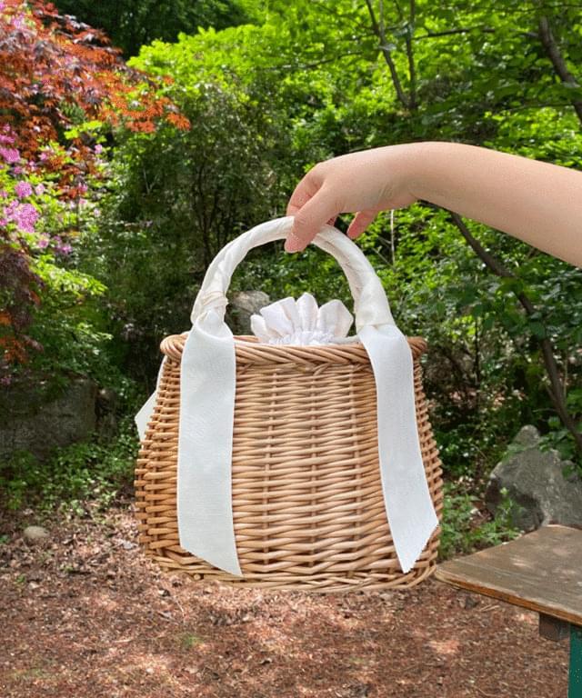 woody rattan tote bag