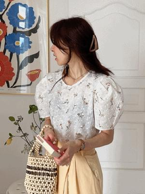 Lind Embroidery Punching Blouse