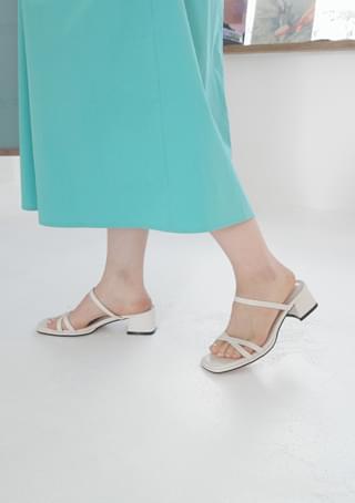 basic middle heeled sandals