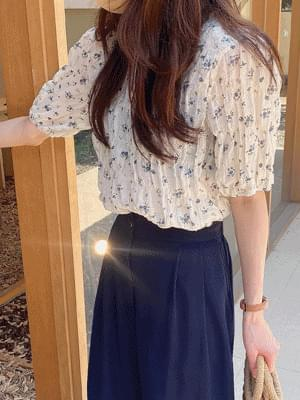 Blooming pleated blouse