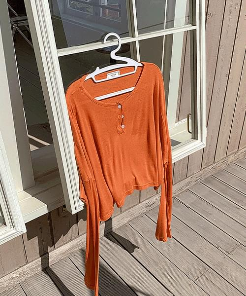 Soft see-through round button cropped long-sleeved T-shirt
