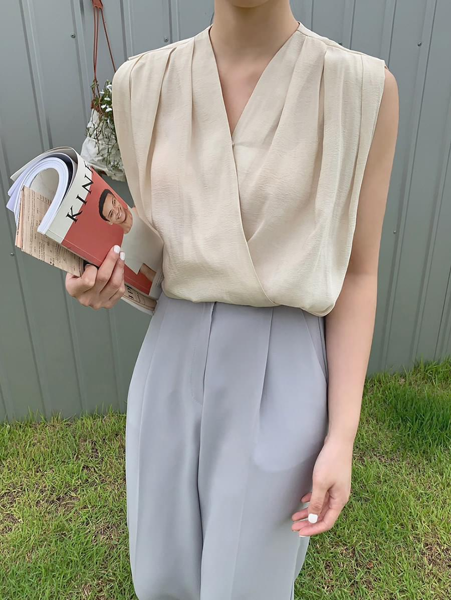 natural sleeveless blouse