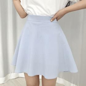 dreamy mini flared skirt