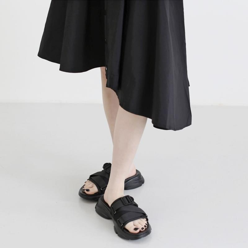 Kant Strap Buckle Slippers