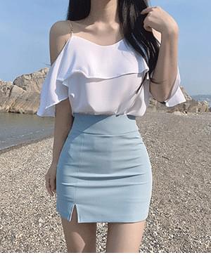 Nari off-the-shoulder blouse+shower tight slit skirt