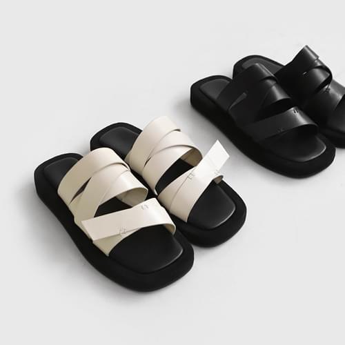 penello strap slippers
