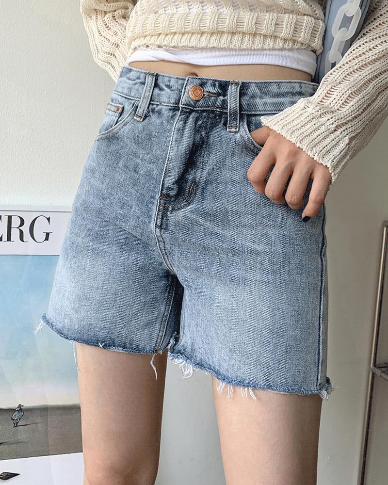 Clummy Faded Cut Short Denim Pants